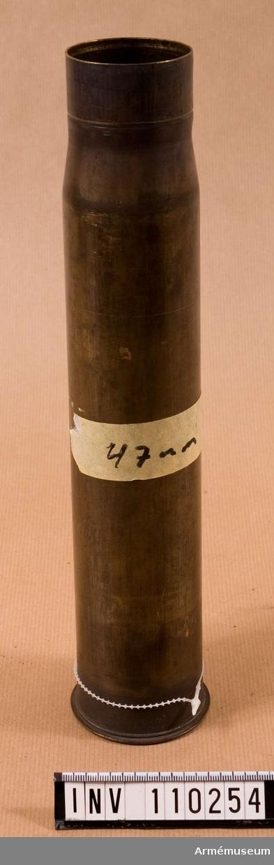 """Påskrift på etikett: """"47 mm tubkan m/02, 47 mm ptrh m/95 FL""""."""