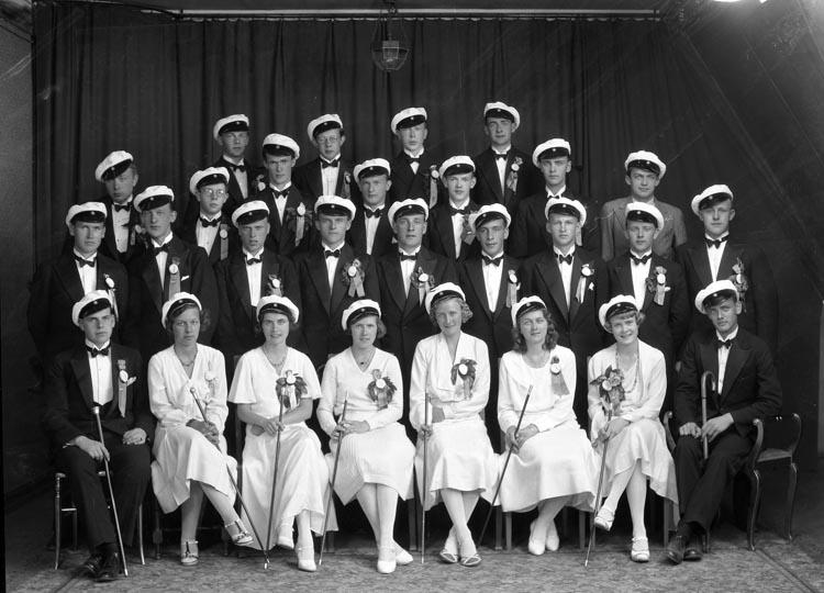 """Uppgift enligt fotografen: """"Studentgrupp 1932."""""""