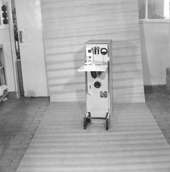 "Text till bilden: ""Flodins Industri AB. Svetsmaskin. 1956.04.13"""