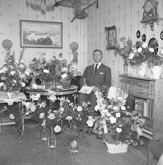 """Text till bilden: """"Herr Algot Russberg. 75 år. 1958.09.13"""""""