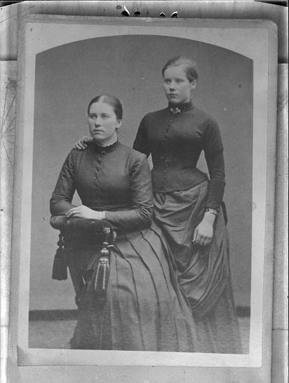 """Text till bilden:""""Två damer""""."""