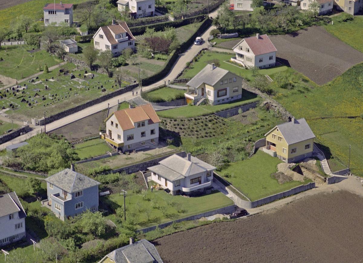 Årstaddalen, Skarpabrådet, kirkegården