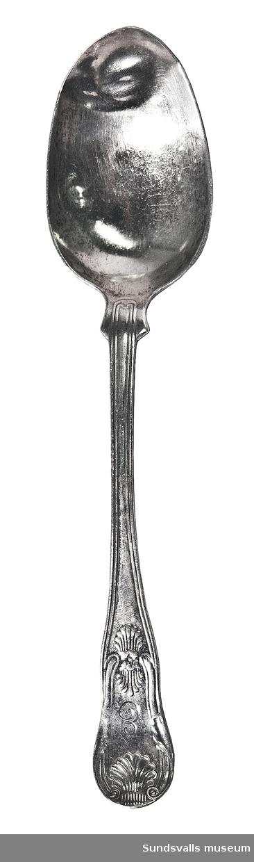 Sked, mat-, i silver. Engelsk modell. På framsidan är 'E' graverat, på baksidan 'Wilhelm'. Stplr: C.B Sundsvall 1863.