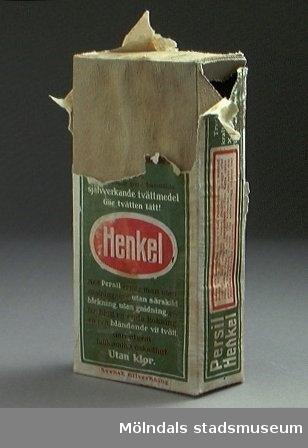 Ett öppnat paket Persil tvättmedel från 1927 enligt givaren.All text läsbar. Tejpförslutet.Mesta av innehållet kvar.Föremålet hör samman med brev.