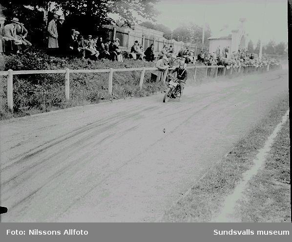 Motorcyklist, tävlingsbana.