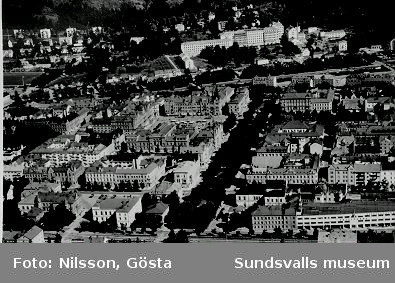 Vy från söder. Kvarteret Jakten i norra änden av Esplanaden. Norrmalm med lasarettet i bakgrunden.