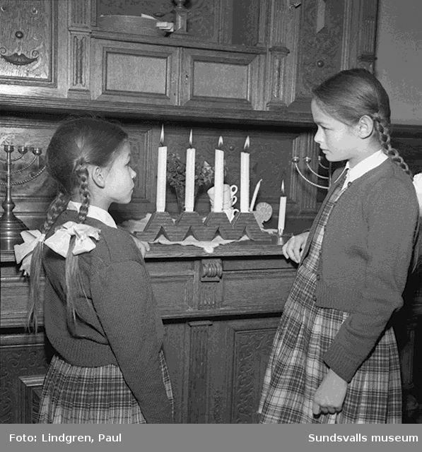 Adventspel i församlingshuset.
