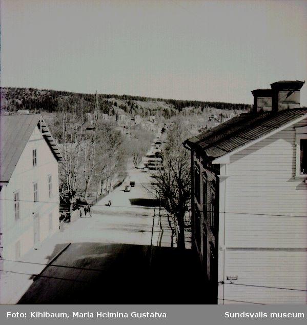 Utsikt från Maria Kihlbaums och Ester Näslunds hem på Nygatan 41, Södermalm, fotograferat norrut utmed Skolhusallén.