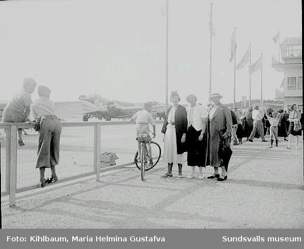 Bilder från gruppresa. Med bl a Fotograf Ester Näslund.