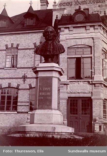 Staty föreställande A. Knape Hansson (1720 - 1786).