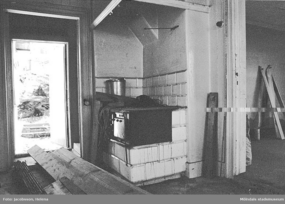 Vedspis i bostadshus på Roten M 27 i Mölndals Kvarnby, 1972.