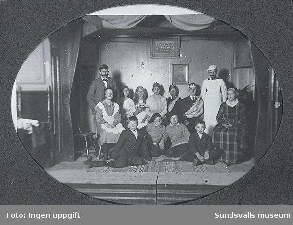 Teater i logelokalen. Pjäs med barnlogen i logen Harmoni. Juno Wikner i mitten var drottning.
