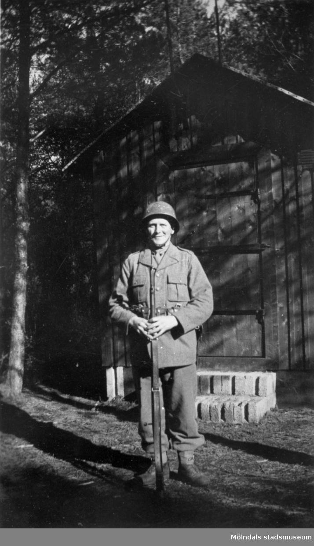 Arvid Svensson i beredskap i Derome, 1942.