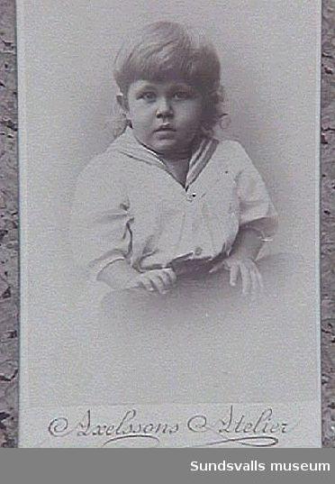 Gunnar 1 år 10 mån. Son till Gustaf Johansson. Gunnar Johansson gifte sig som vuxen med konstnärinnan Maja Braathen.
