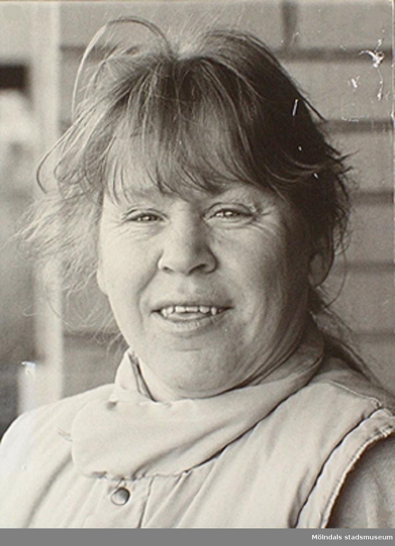 """Bild av Inga-Lill Lipovsék, 48 år, som användes vid utställningen """"Är du inte riktigt klok?"""" på Mölndals museum 1990."""