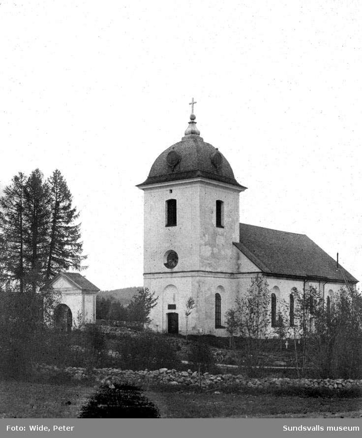Selångers kyrka från väster.