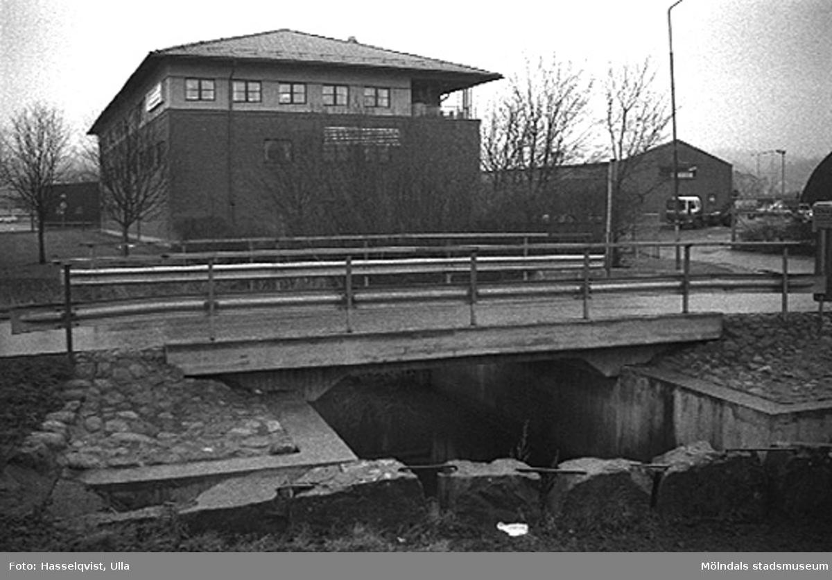 Gatukontoret vid Skedebron från nordväst. 1996-01-16.