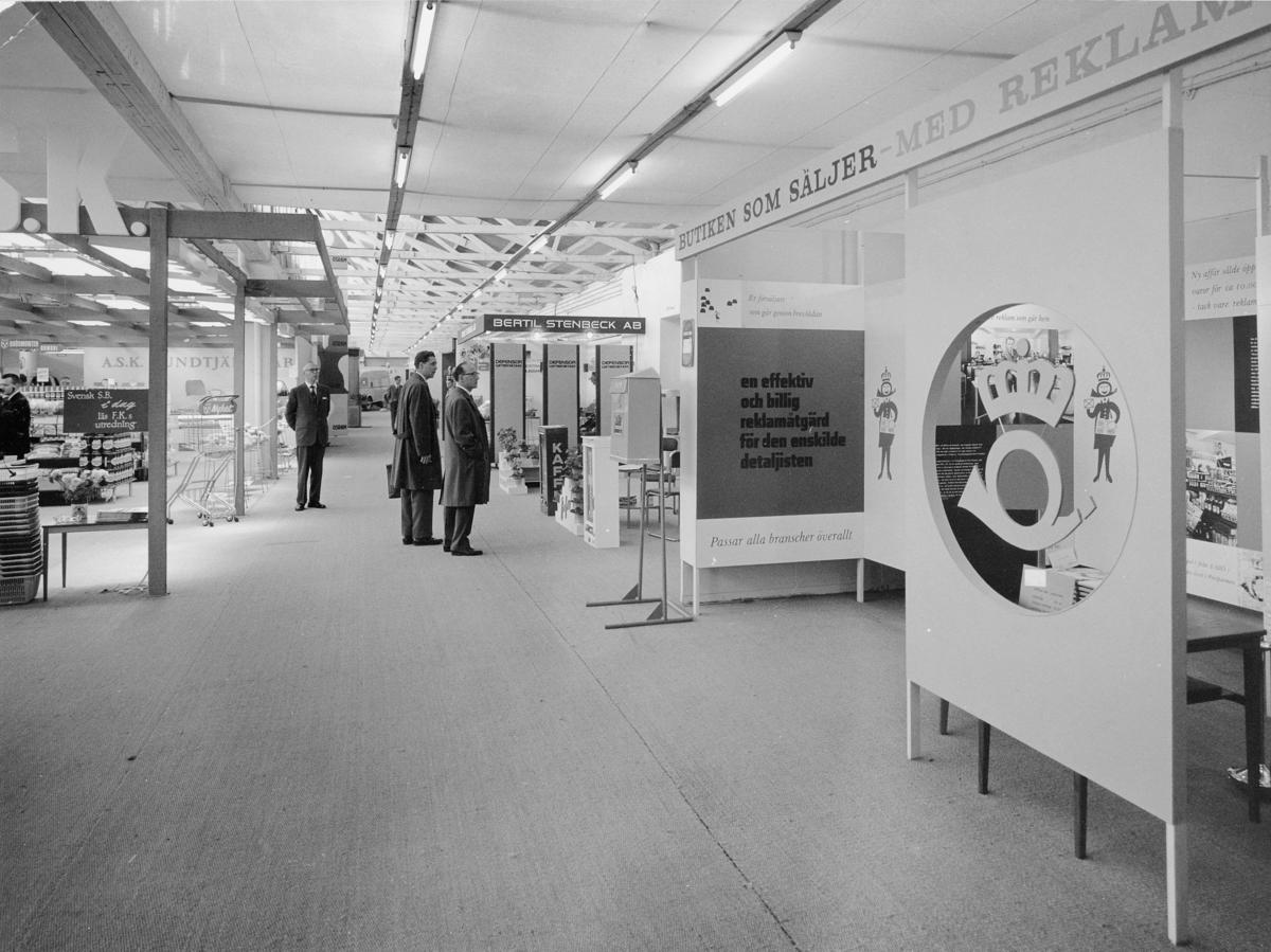 """Postens Kundtjänsts avdelning på Sveriges Köpmannaförbunds utställning """"Butiken som säljer"""", 24 - 28 september 1961."""