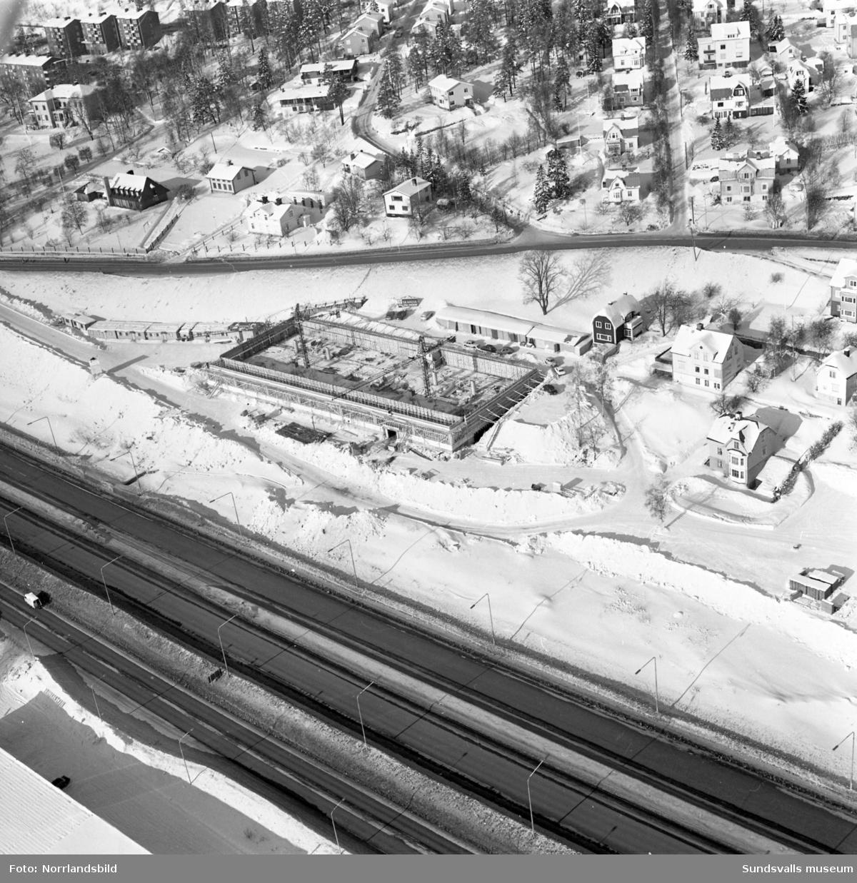 Flygfoto över bygget av Skandiahuset vid norra utfarten från Sundsvall.