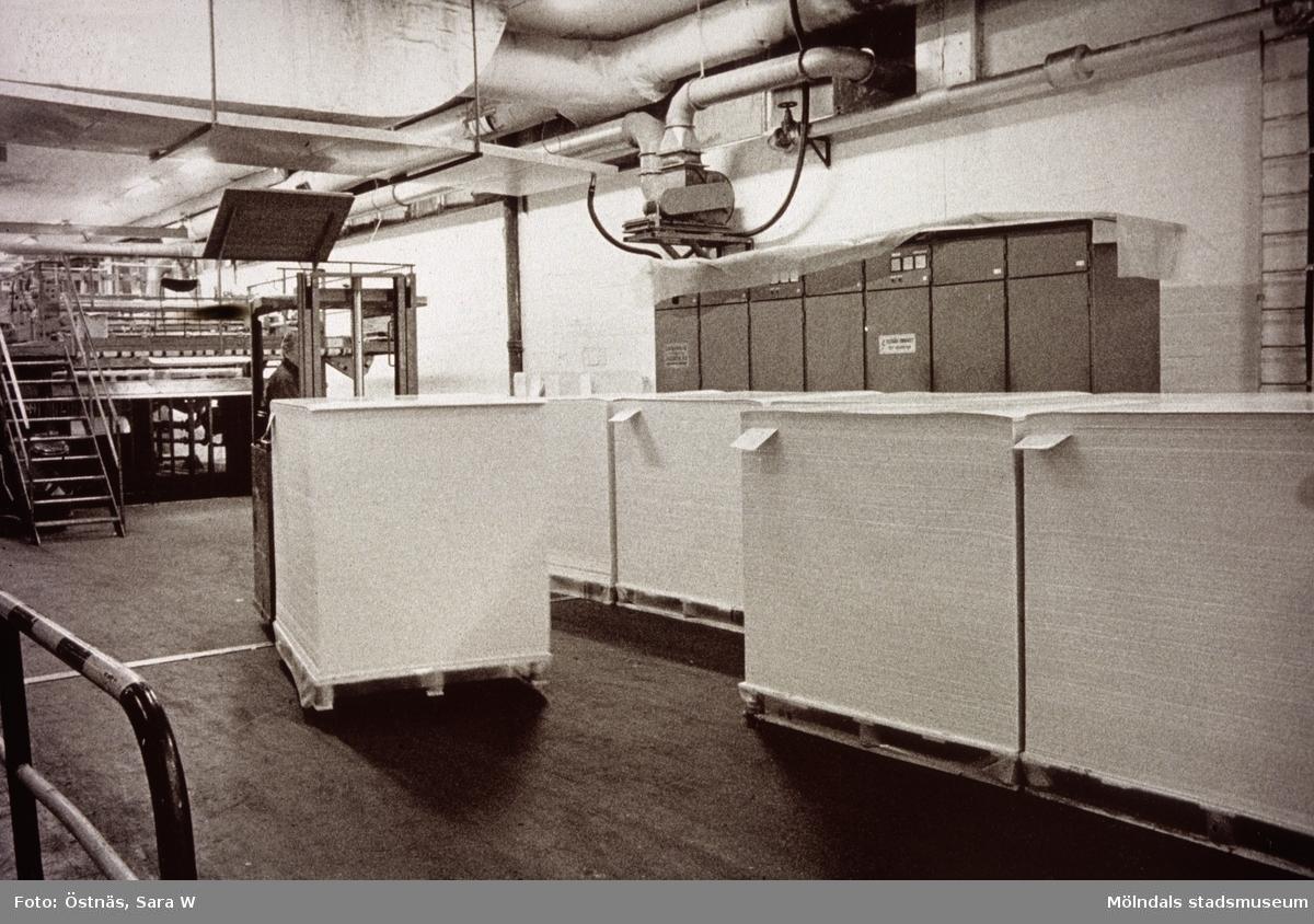 Transport av kartongpallar med truck på Papyrus i Mölndal, år 1990.