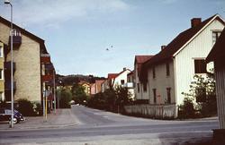 Bostadshus längs Bergmansgatan i Mölndal, år 1968. I vänste