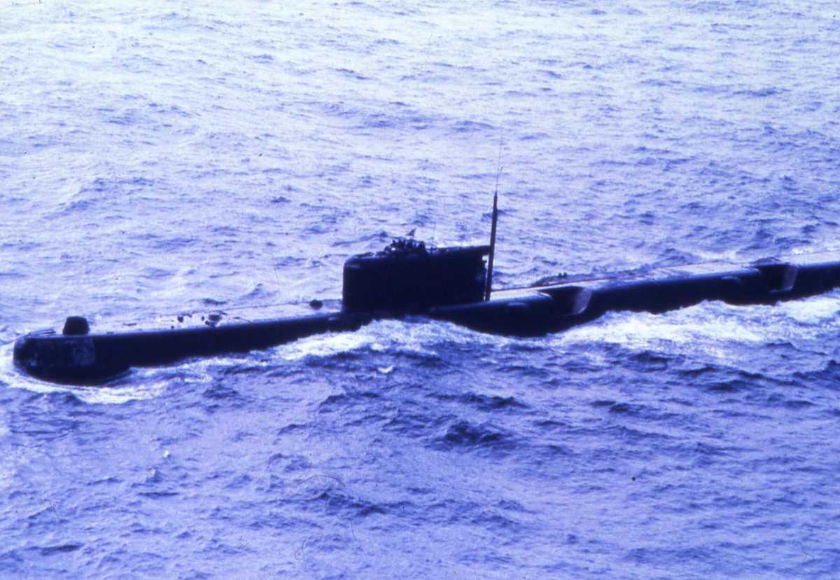 Russisk ubåt av Echo II - klassen, som er under slep.