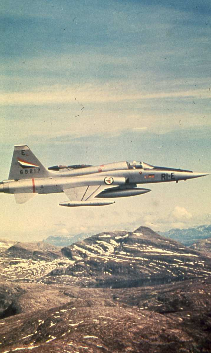 Norsk fly av typen Northrop F-5 Freedom Fighter med nr. 69217 og merking RI-E.