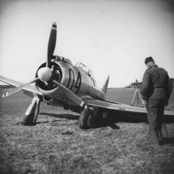 Landstället på flygplan J 9 har vikt sig vid landning på F 8