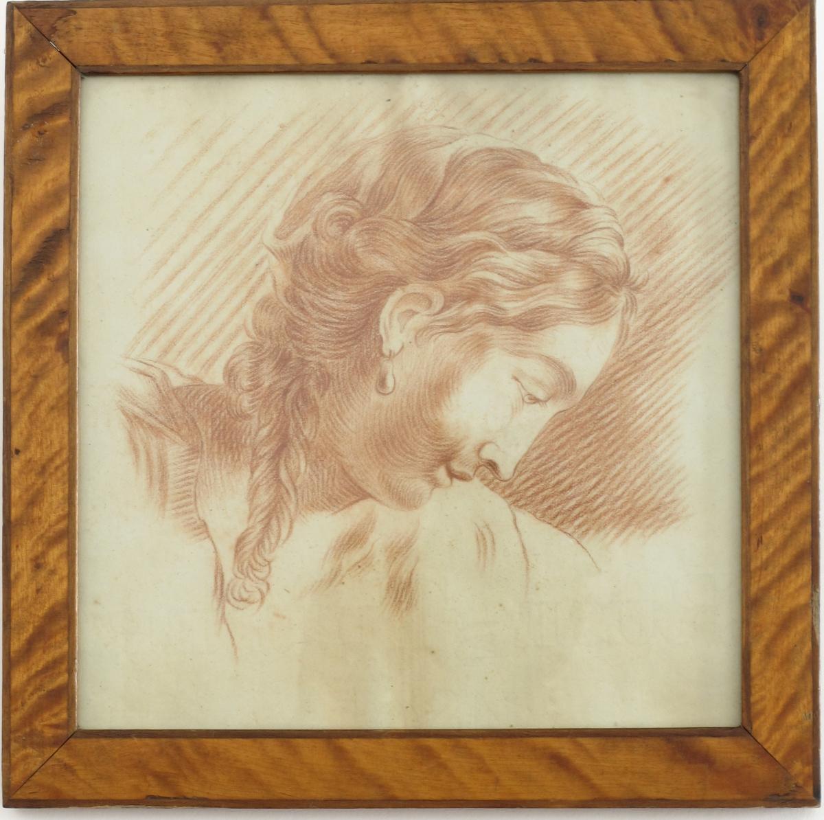 Kvinnehode, høyre, profil, hår med flette på siden.