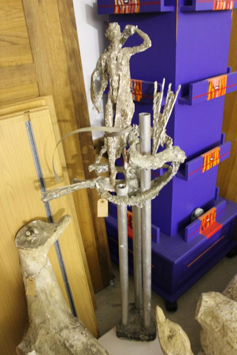 """Forabeide til en skulptur i gips og stål. Tittel: """"Morgen"""". Reist ved Ringerike sentralsykehus fra 1965."""