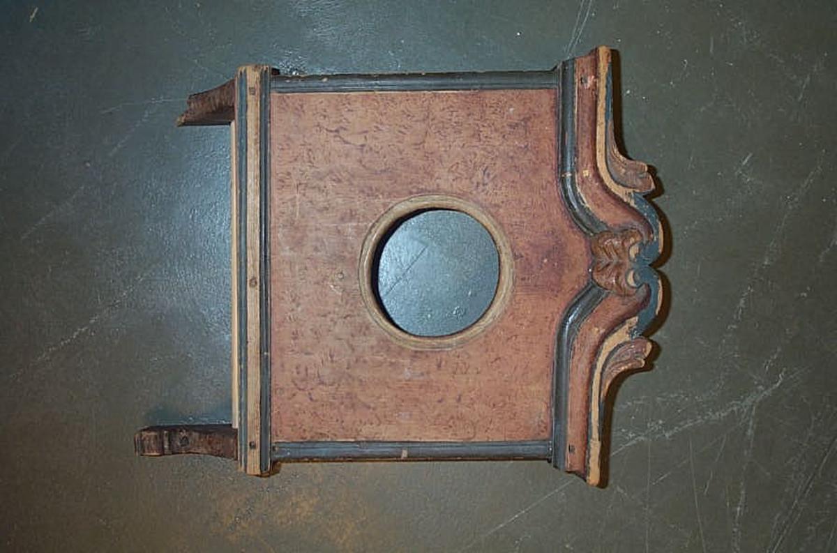 Form: Litt utskjeringar på kruna