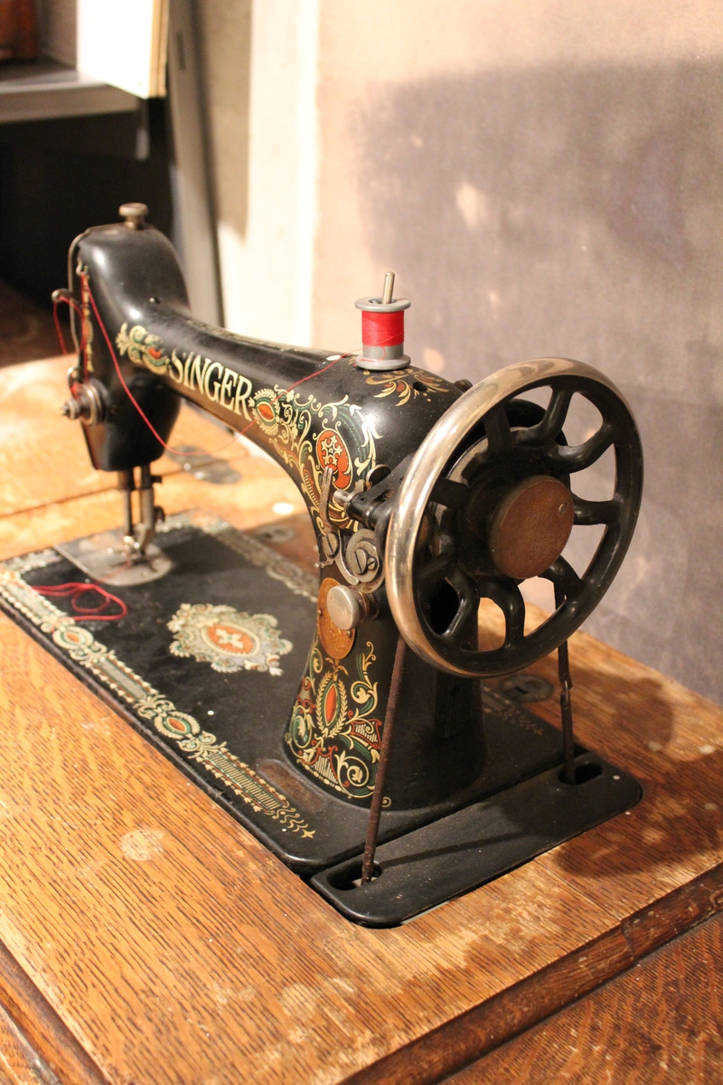 Singer symaskin i bord