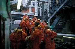 Statfjord A arbeidere på vei fra et av flotellene opp til A-