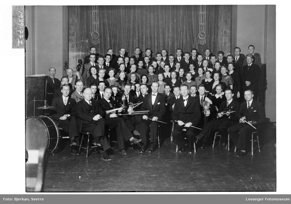 Frol orkester og Lærerskolens kor