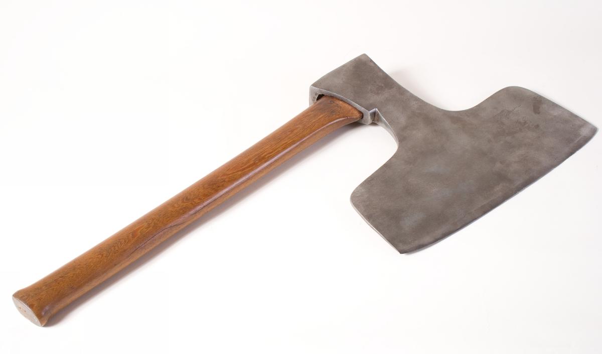 Bredbladet, tung ståløks med kort treskaft.