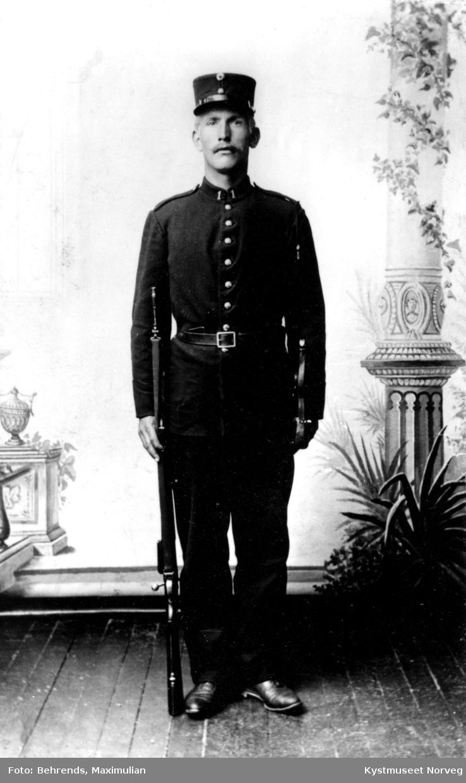 Olav Wigdal i uniform