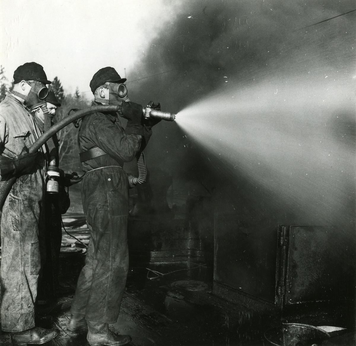 Skyddstjänst vid Bergaskolorna 1953. Eldsläckning på f.d. pasarskeppet Wasa.