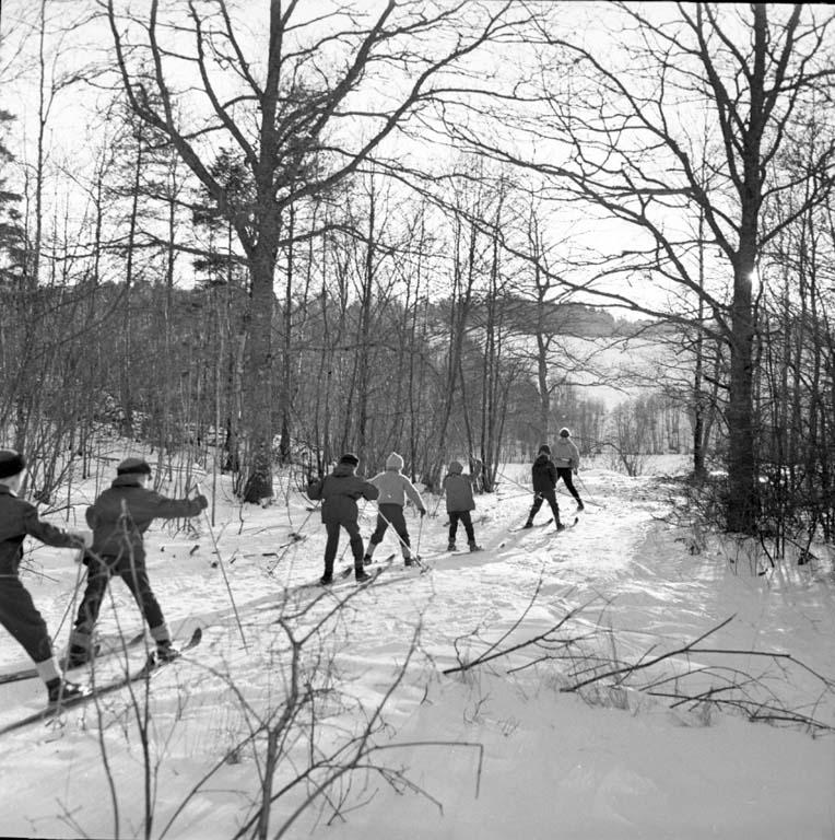 På slalomträning i skidskolan, troligen Uddevalla