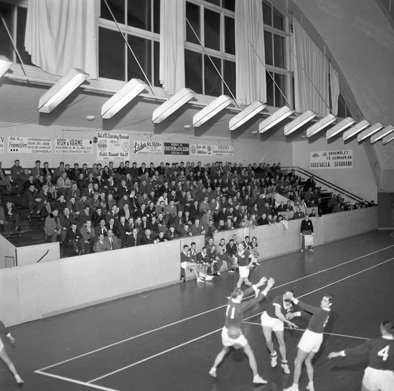 """Enligt notering: """"Handboll idrottshallen 13/1 1961""""."""
