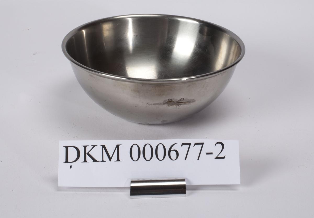Rund skål som har minste diameter i bunne og største diameter rundt åpningen.