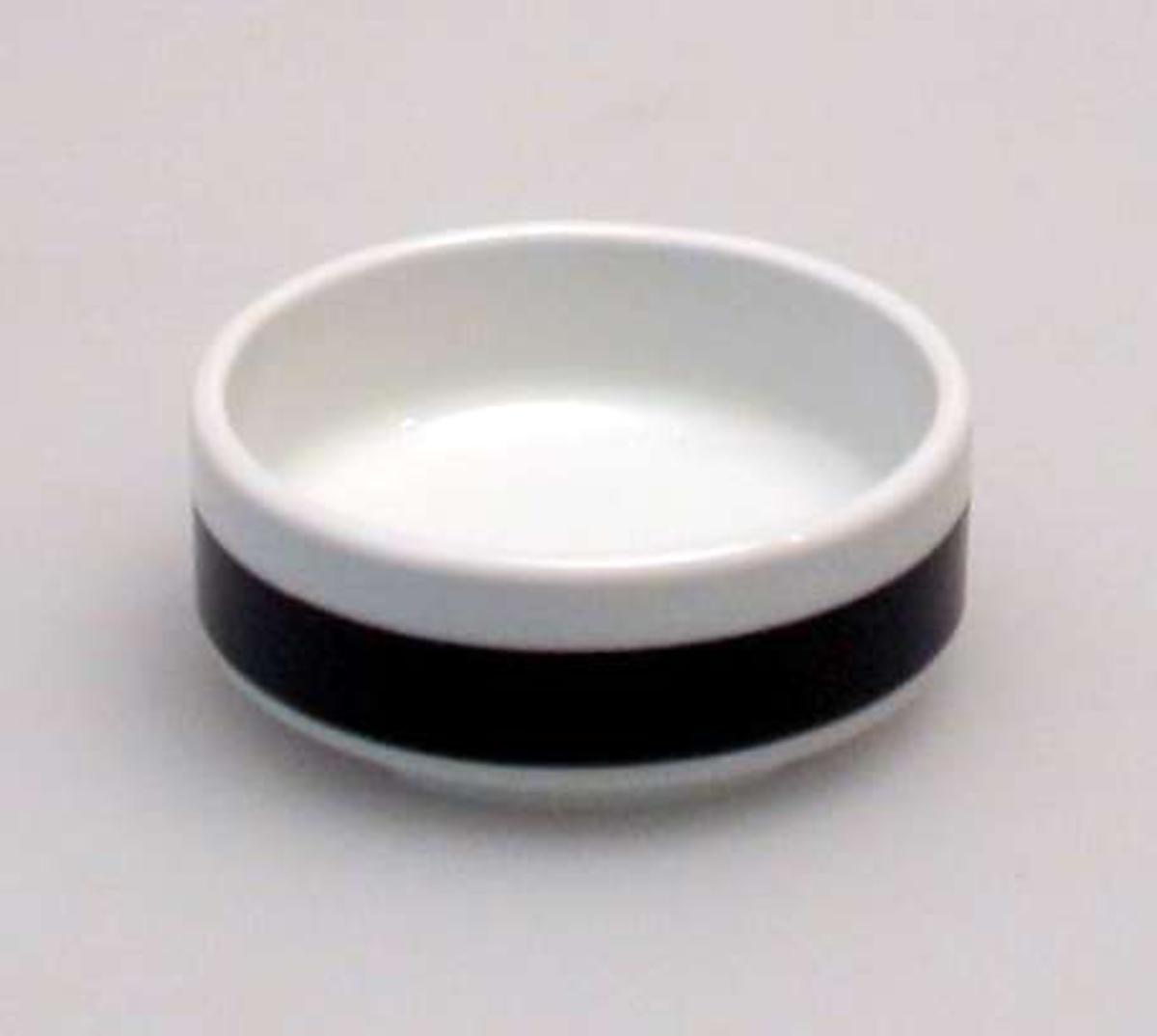 To små sukkerskåler i porselen med brun kant.