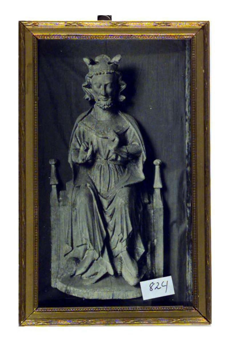 Fotografi av en treskulptur av Olav den hellige fra annen halvdel av 1200-tallet