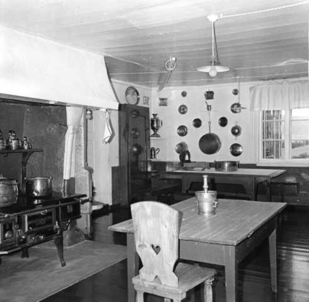 Aulestad, interiør, kjøkken, ovn, kjøkkenbord, mortel