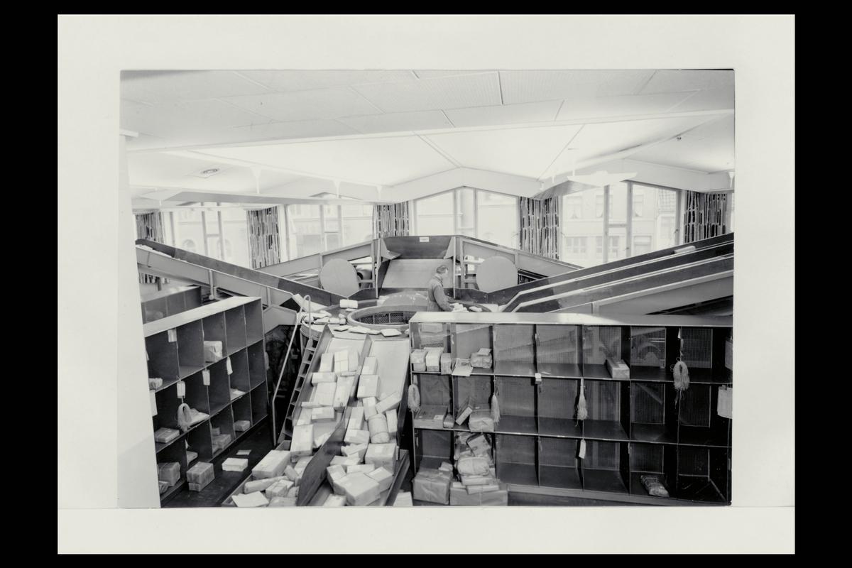 interiør, postkontor, 5002 Bergen, pakker, sortering