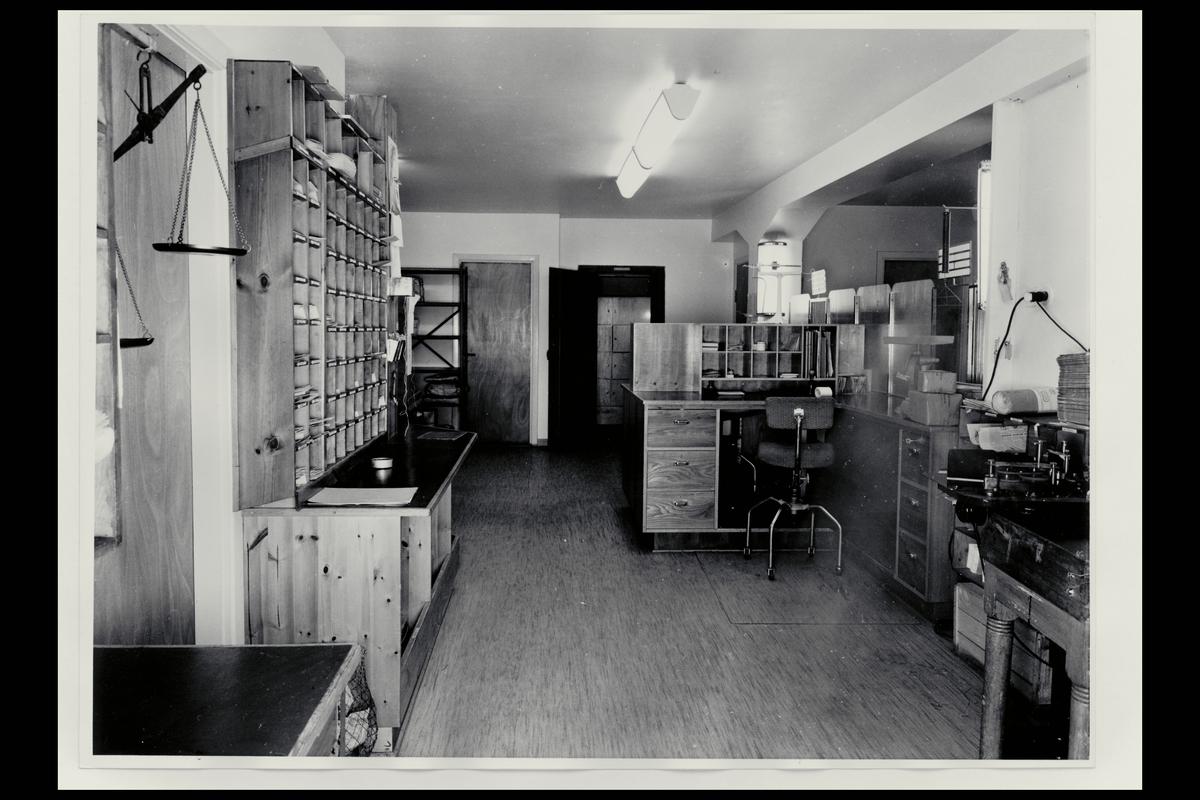 interiør, postkontor, 8450 Stokmarknes, ekspedisjon, vekt, sorteringsreol