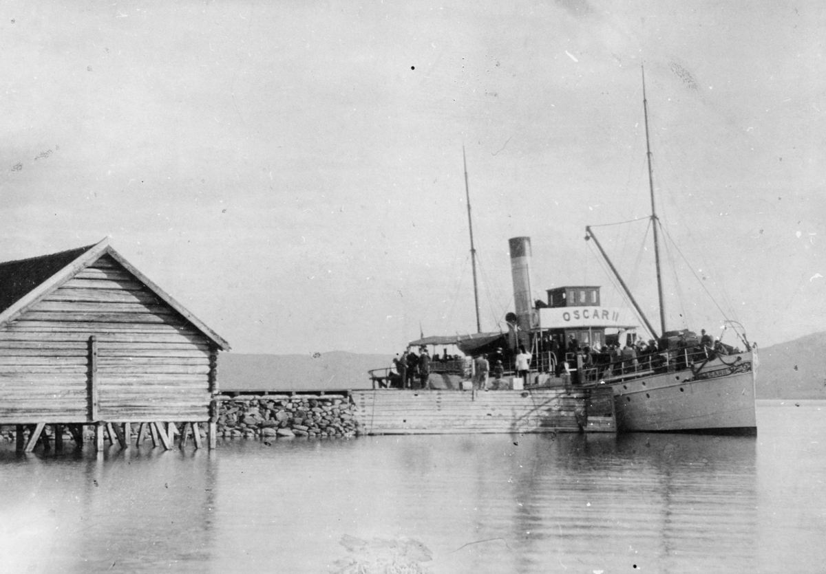 transport båt, eksteriør, Randsfjorden,  Oscar II ved Hov Brygge, passasjerer