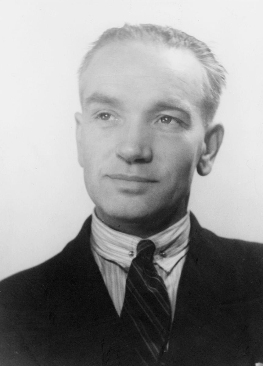 postbetjent, Kjøsnes Erik, portrett