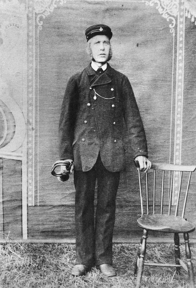 person, postkjører Bjørn Kristian Ørpen, postuniform, postlue, posthorn, Christiania-Krødsherad-Lærdal