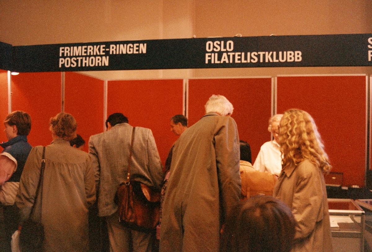 frimerkets dag, Oslo Rådhus, stands for Oslo Filatelistklubb, menn, kvinner