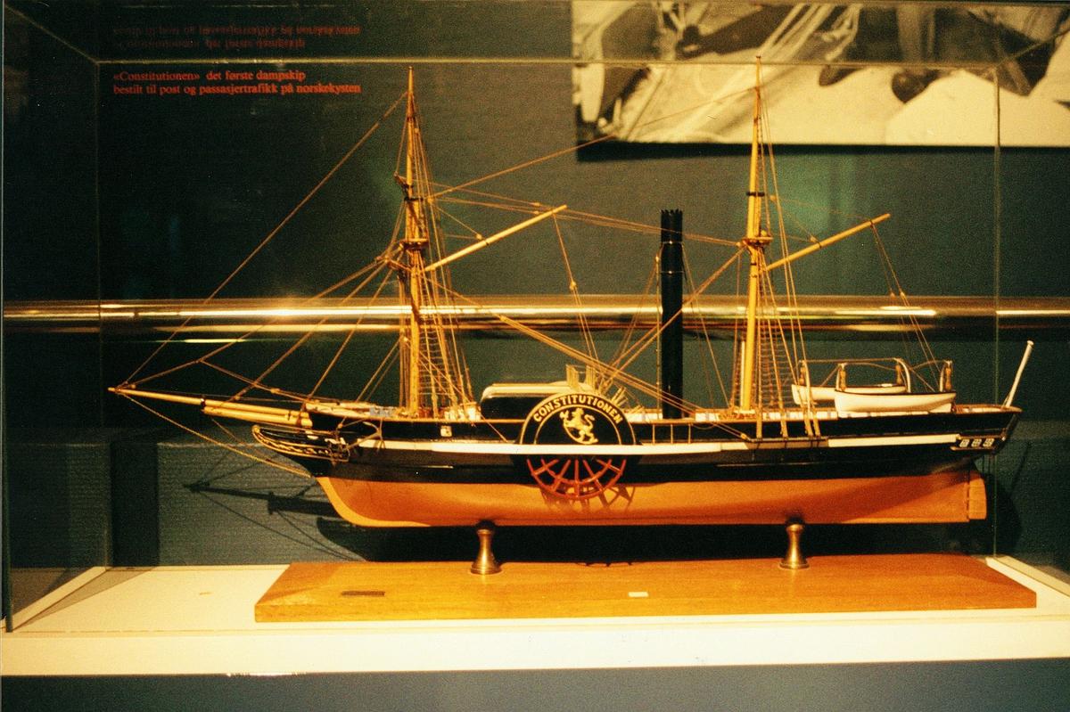 Postmuseet, utstilling, båt, modell av Constitusjonen